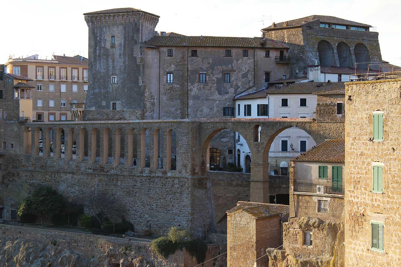 Acquedotto e Palazzo Orsini Pitigliano