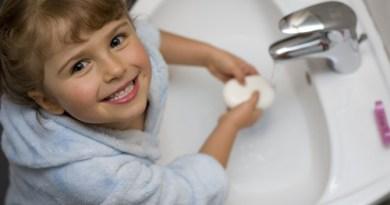 Cinque modi per invogliare i bambini a lavarsi