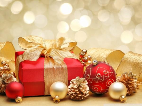 Regali di Natale: decorazioni e nastri