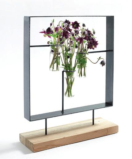 Appartamento, colorato con vasi artistici e piante