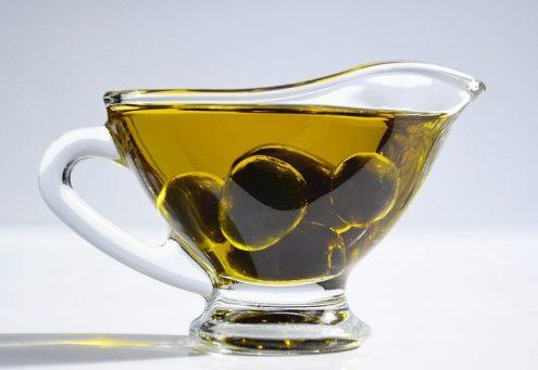 olio di oliva e olive