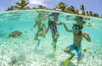 Sport al mare: guardare i pesci con lo snorkeling