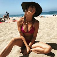 Elisabetta Canalis, la velina fa il tagliando al seno!