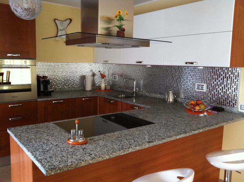 Cucina in mosaico argento in vetro  Mondo Mosaico Italia
