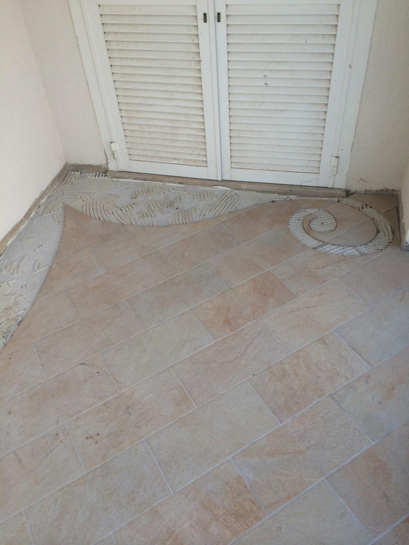 Decorazione pavimento esterno con ciottoli  Mondo Mosaico Italia