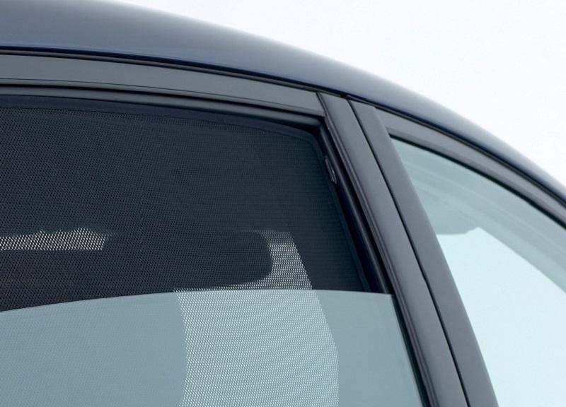 Il cassonetto, ispezionabile, viene fornito in tre profili separati. Tendine Parasole Per Auto Un Valido Alleato Contro Il Caldo Mondo Rss