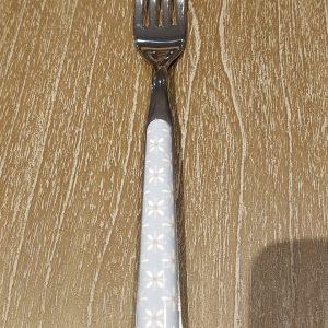 forchetta azzurra con margherite