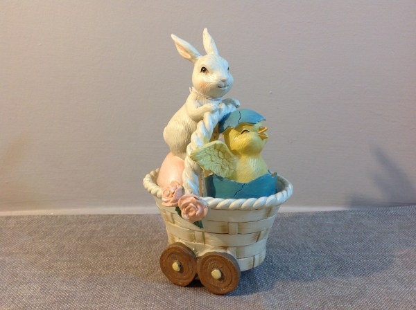 cestino con coniglio e pulcino
