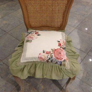 Blanc Mariclò Federa Cuscino Sedia colore naturale con gala e fiocchi