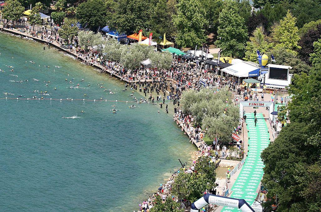 La veduta aerea del Triathlon Internazionale di Bardolino
