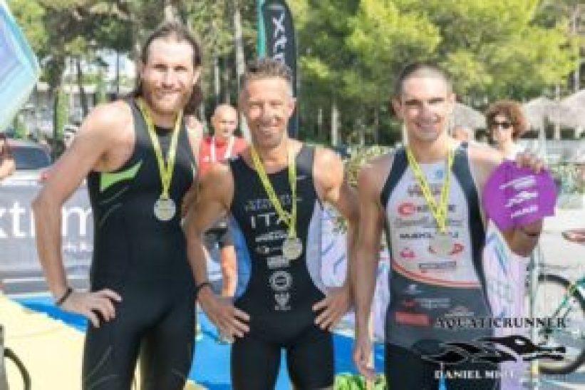 Il podio maschile dell'Aquaticrunner Grado - Lignano 2017: (da sinistra) Faris Al-Sultan, Massimo Guadagni e Francesco Cauz (Foto ©Aquaticrunner / Daniel Miot photographer)