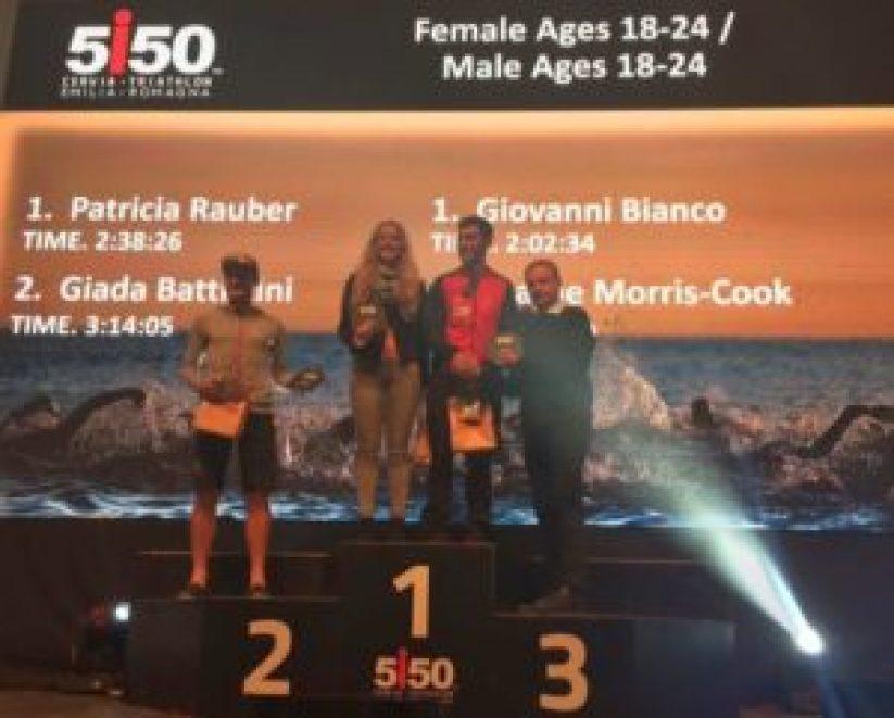 Il podio maschile e femminile cat. 18-24 del 1° 5i50 Cervia Triathlon Emilia Romagna