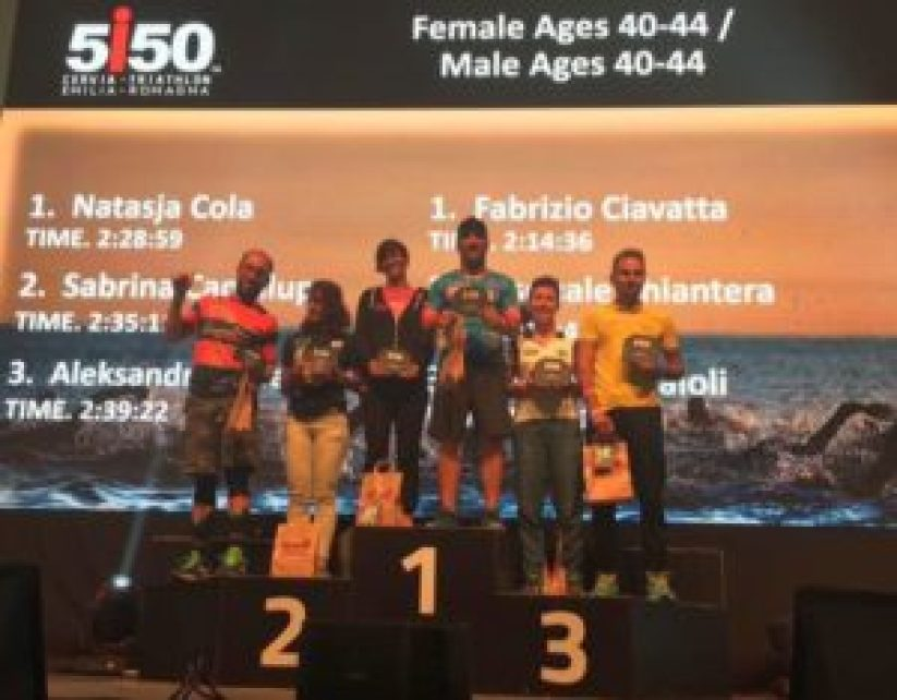 La top 3 cat. 40-44 maschile e femminile del 5i50 Cervia Triathlon Emilia Romagna 2017