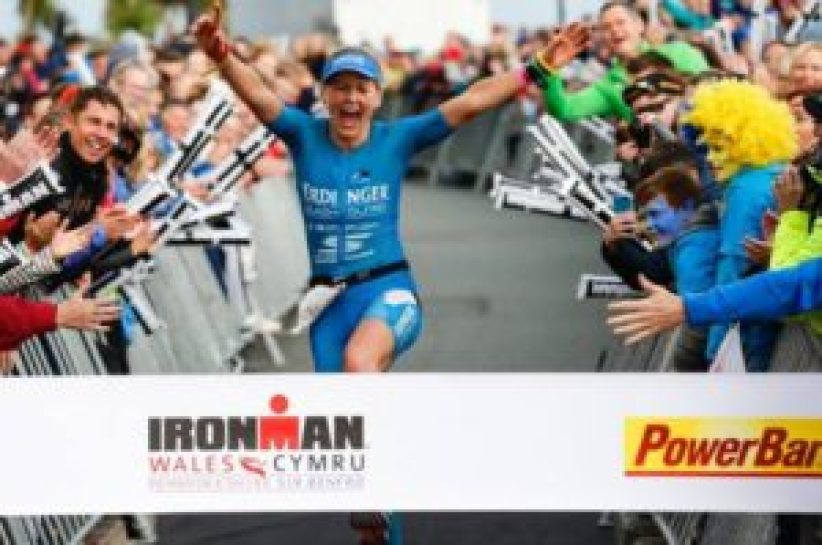 Il salto... di gioia di Lucy Gossage, la più veloce all'Ironman Wales 2017 (Foto ©Ironman Wales)