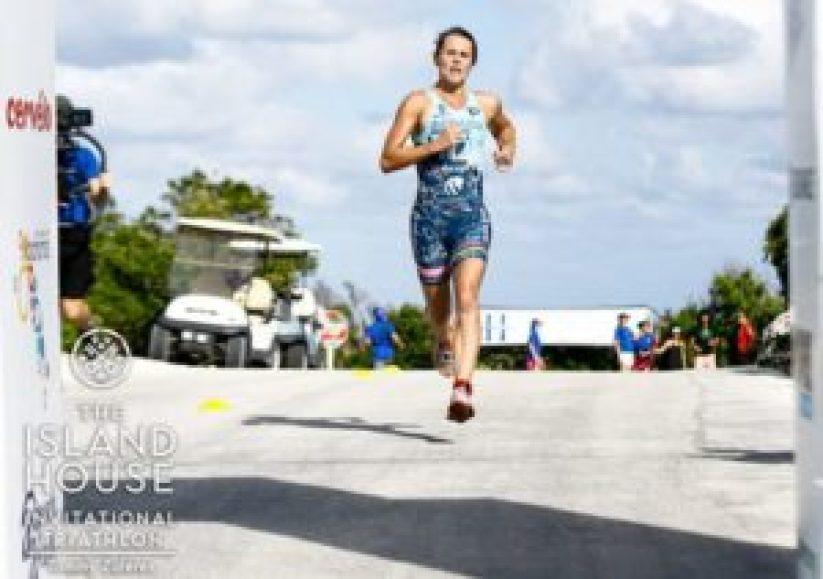 Flora Duffy è la mattatrice dell'Island House Triathlon 2017 (Foto ©The Island House Triathlon)