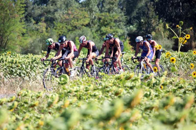 Un passaggio della frazione ciclistica del Santini TriO Senigallia. Nel 2018 l'appuntamento è per il 21 e 22 luglio