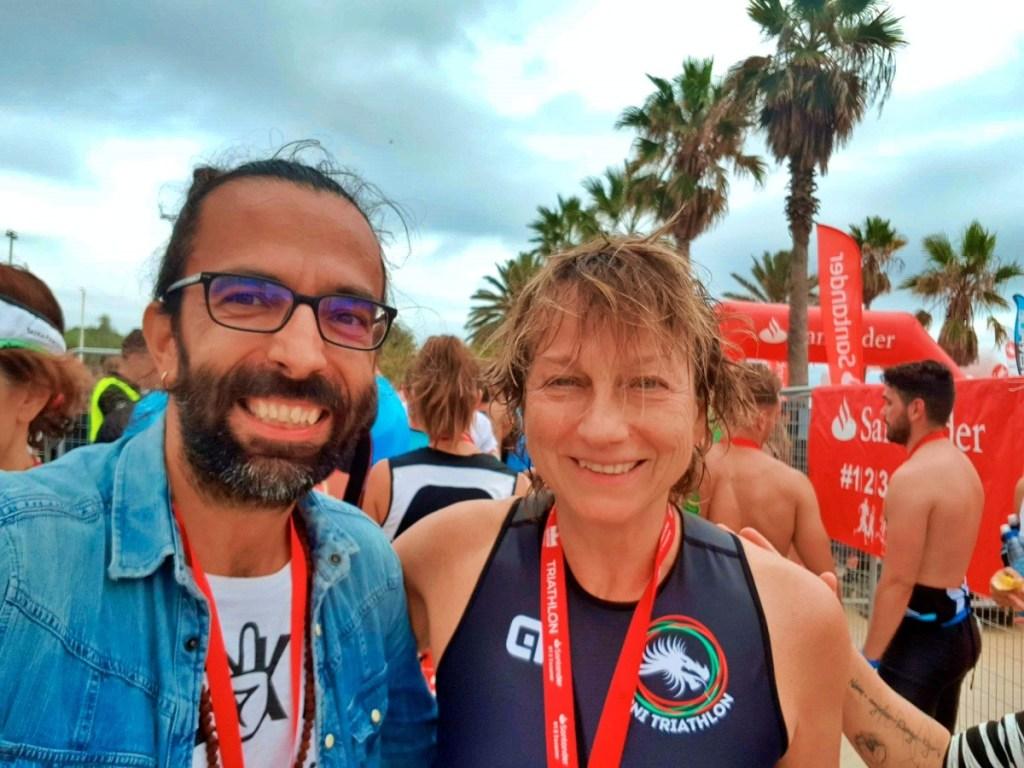 Il Daddo con Gianna Nannini, con la medaglia al collo del suo primo triathlon, il Barcellona Triathlon 2019