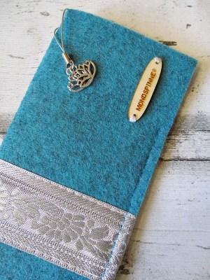 Brillenetu Handyhüllei Blüten türkis-silber Charm Mondspinne