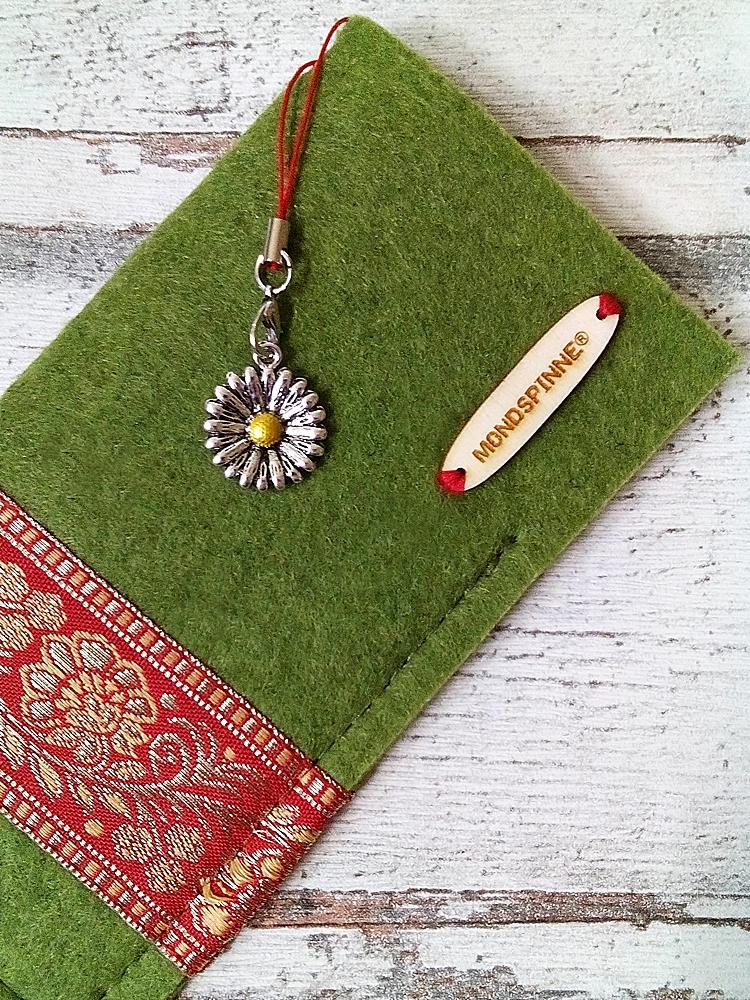 """Brillenetui """"Blüten"""" (grün-rot-gold) aus Filz mit Charm - MONDSPINNE"""
