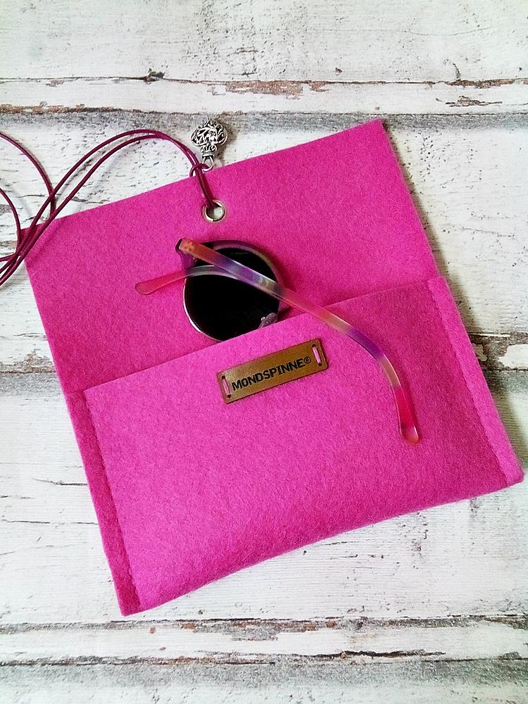 """Brillentasche Brillenetui Filztasche """"Herz"""" (rosa) aus Wollfilz und Leder mit Anhänger von MONDSPINNE"""