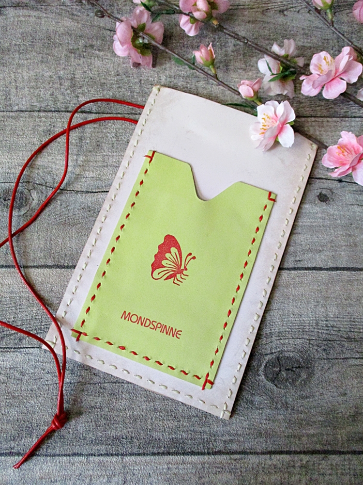 Brustbeutel Schmetterling elfenbein-gelb Kalbsleder - MONDSPINNE