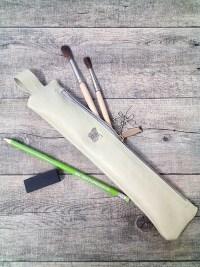 Federmäppchen Stiftemäppchen pastellgrün greenery silber mit Charm-Anhänger Libelle Aufnäher Schmetterling Ziegenleder - MONDSPINNE