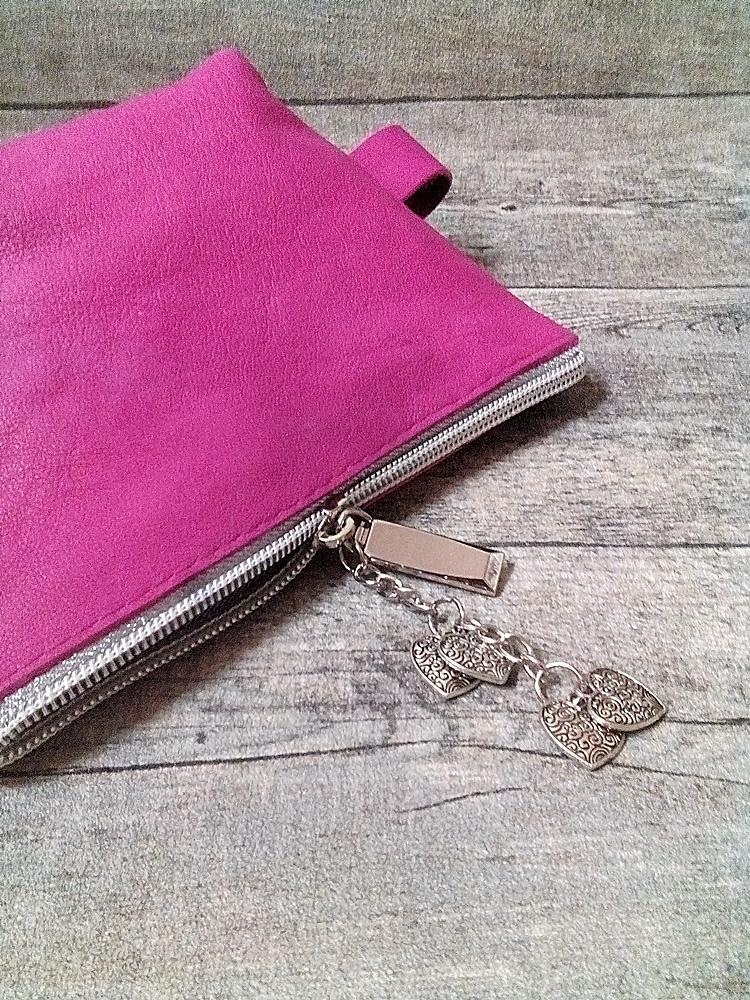 Kosmetiktasche Glamour purpur-silber ecopell-Öko-Rindsleder-Nappaleder mit Charm-Anhänger