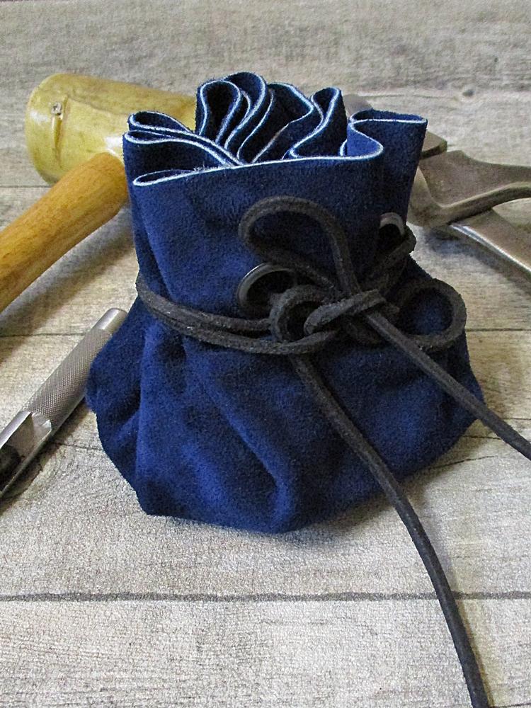 Lederbeutel blau schwarz Rindswildleder - MONDSPINNE