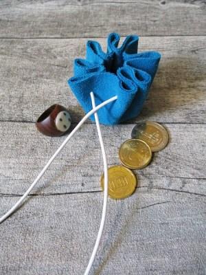 Mini-Lederbeutel türkis weiß Rindswildleder - MONDSPINNE