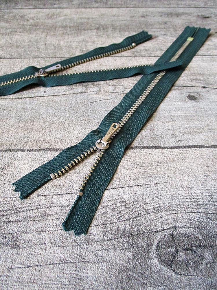 Reißverschluss dunkelgrün messing 20 cm lang 3 cm breit YKK - MONDSPINNE