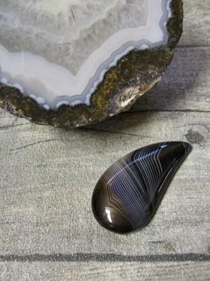 Anhänger Achat tropfenförmig gebohrt schwarz weiß braun liniert - MONDSPINNE