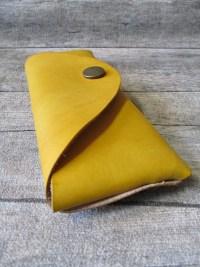 Brillenetui Rindsleder Metall gelb altmessing genietet 17x6,5 cm - MONDSPINNE