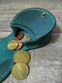Schütte Börse Portemonnaie Rindsleder grün altmessing 8x8x3 cm Druckknopf fleur de lis - MONDSPINNE