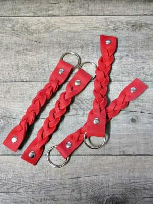 Schlüsselanhänger Rindsleder rot silber geflochten genietet Nieten 2x15 cm - MONDSPINNE