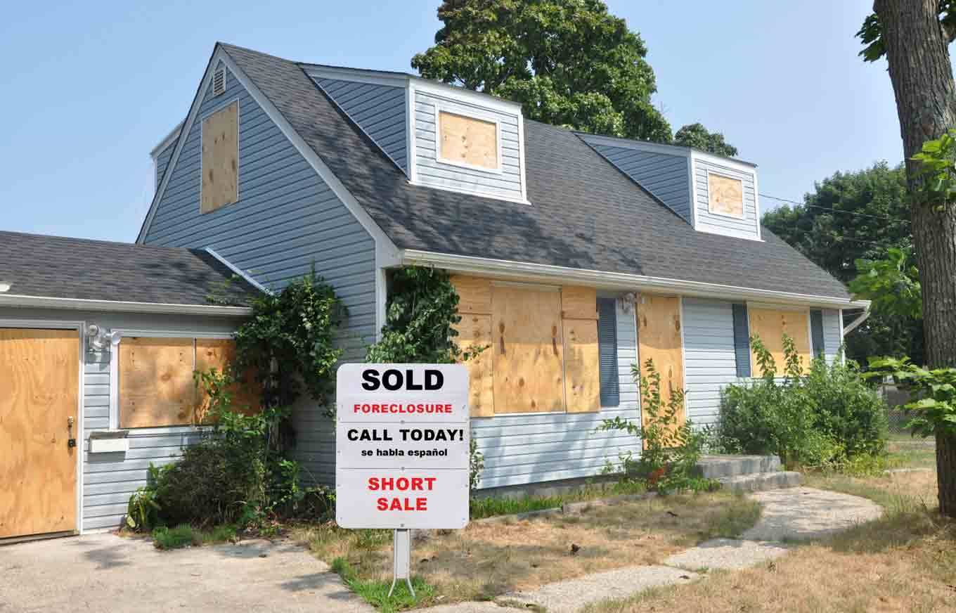 what happens to a foreclosed house