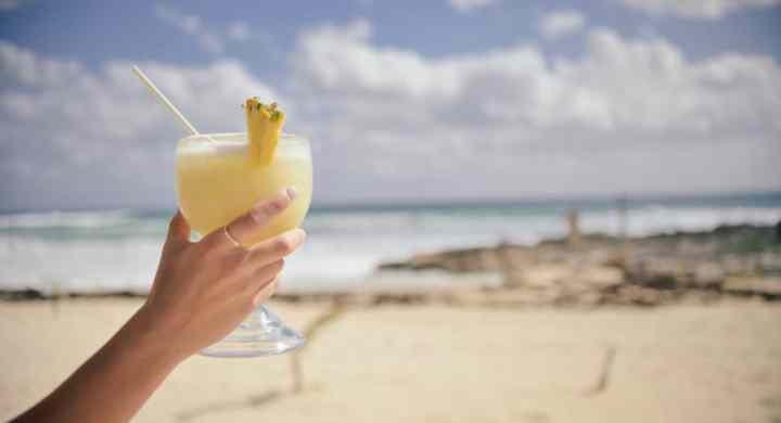 moneymagpie_Grab yourself a last-minute holiday bargain_holiday-beach-cocktail