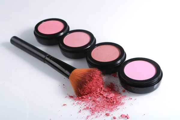 4 blush rounds in different colours and brush on white background