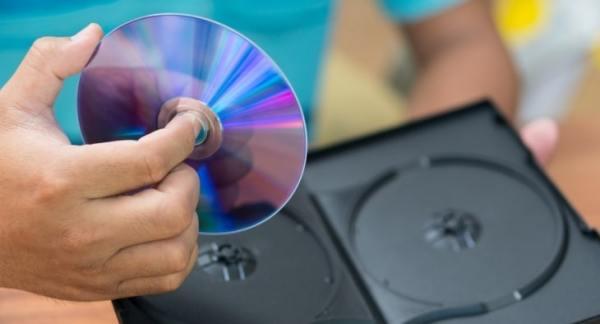 Someone holding dvd