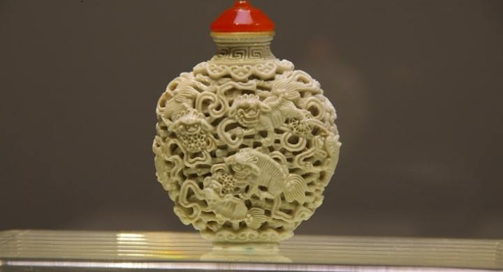 Make money collecting Chinese snuff bottles