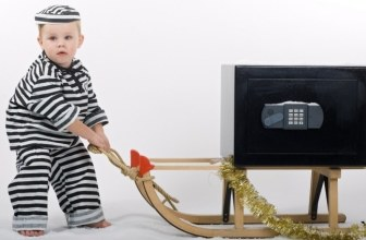 DON'T BE FOOLED BY THESE 10 SNEAKY CHRISTMAS CONS
