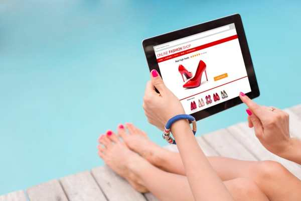 Shopping online by the pool