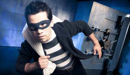 Even financial experts can be the victim of bank robbery!