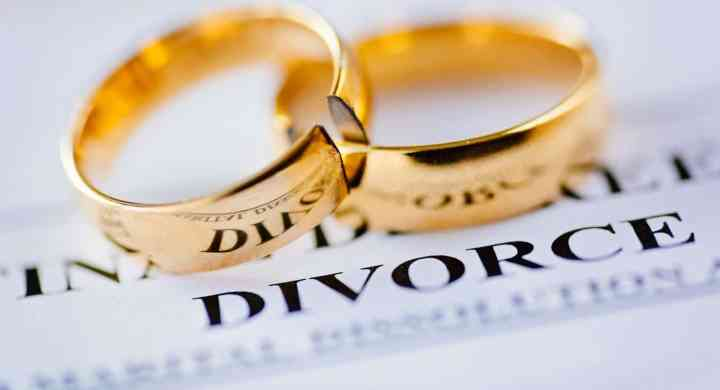 A divorce checklist helps you keep track of money in a separation