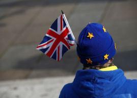 Brexit: Ίδια αντιμετώπιση με τους μετανάστες θα έχουν οι πολίτες της ΕΕ, λένε ο Συντηρητικοί