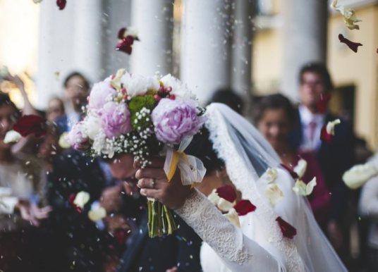 Γάμοι και βαφτίσεις με έως 100 άτομα από τον Ιούνιο