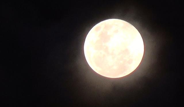 Inilah Penampakan Gerhana Bulan Penumbra dari Medan