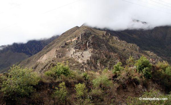 Inka ruins on way to Machu Picchu