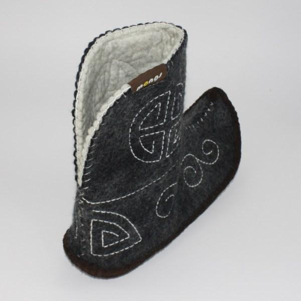 Warme Hausschuhe aus Filz mit Ledersohle für Damen und Herren in der Farbe Schwarz und in der typisch mongolischen Form - Ultra Mongs Schwarz