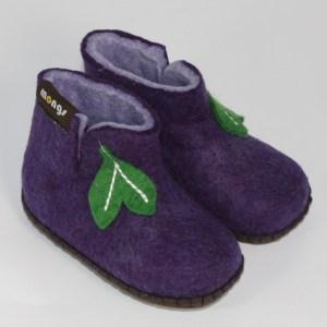 Warme Hausschuhe aus Filz mit Ledersohle für Babies und Kinder in der Farbe Violett - Baby Mongs Violett mit Blatt