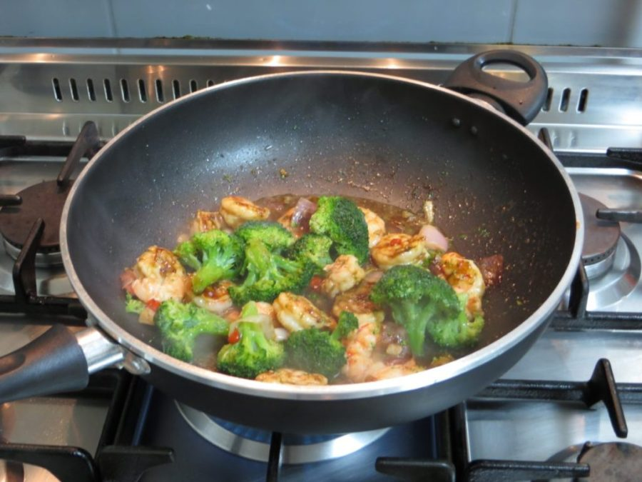 Camarão com brócolis ao molho de ostra